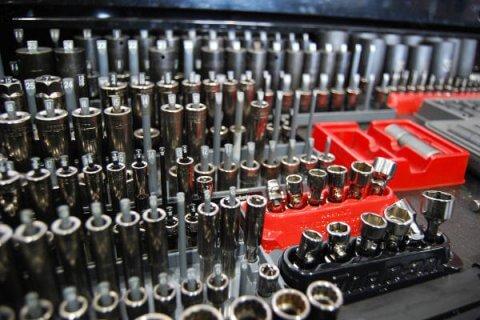 Skrzynka narzędziowa, zestaw kluczy taki jak używany w warsztacie samochodowym Japan-Tech we Wrocławiu